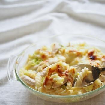 フライパン一つでマカロニ茹でからソース作りまで。ノンオイルにくわえ、キャベツたっぷりなのでヘルシーでダイエット中の人にもおすすめです。