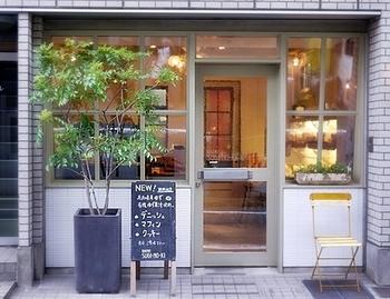雑貨屋さんのような可愛らしい外観♪テイクアウト専門のパン屋さんです。