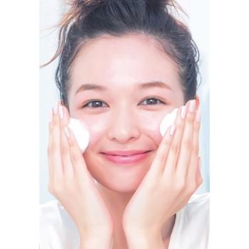 ◆洗顔◆  クレンジング・洗顔は潤いを取り過ぎないようにしましょう。 洗顔はクッション泡程まで泡立てて、直接肌に手が触れないよう摩擦をさけて洗うのがポイントです♪  ※冬だけ保湿効果の高いクレンジングや洗顔に切り替えるのも効果的!