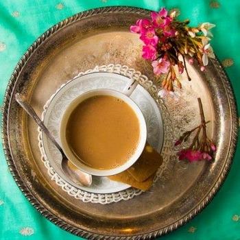 スパイスと紅茶の本場インドでは、一般の家庭でも日常的にチャイが飲まれています。