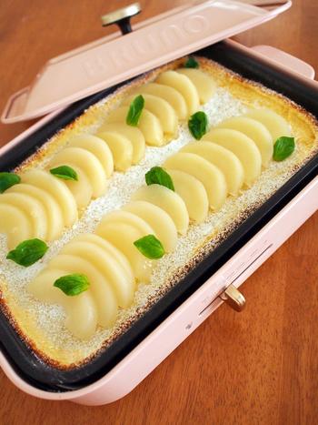 『ホットプレートでスペイン風ケーキ(ケサーダ)』  スペインの家庭に古くから伝わる焼菓子「ケサーダ」。焼いてるとチーズの香りがするところから名付けられたそうです。本来は牛のカード(乳脂肪の固まり)を使いますが、ドリップヨーグルトで代用もできるそうです。