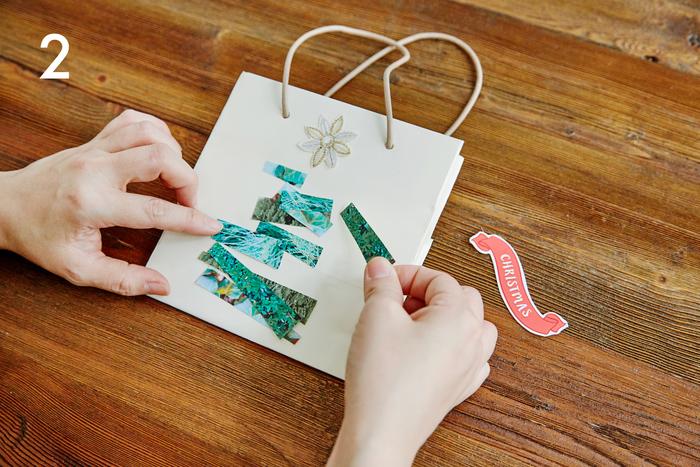 カットした用紙をそれぞれペーパーバッグの上に並べ、クリスマスツリーを想像して配置を決めていきます