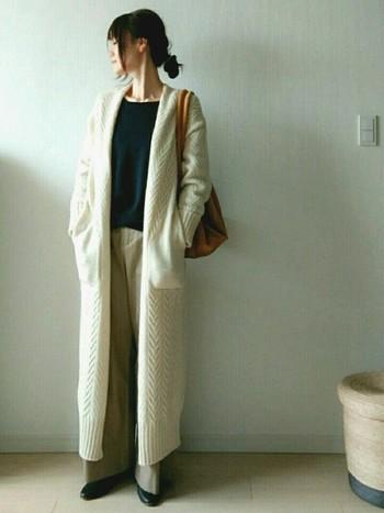 最近は、このIラインスタイルを楽しむ人が増えています。ナチュラルファッションではボリュームのあるシルエットになりがちですが、ロングの羽織りものなどを利用するとIラインスタイルを作ることができます。