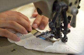 縫製は全て国内にこだわっています。日本のかけがえのない技術が未来につながるように。