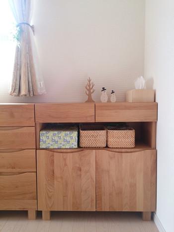 まずは、棚をどの位置につけるのかイメージします。高さで雰囲気ががらりと変わるので、どこに置いて何を飾るか、具体的にイメージしてみましょう!