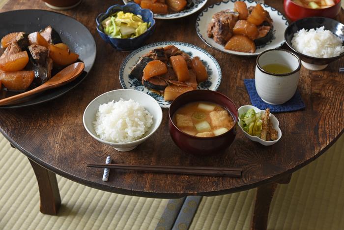 【新連載】冨田ただすけさんの「旬の献立」  Vol.1-あら!美味しい『ぶり大根』を囲む、冬の食卓