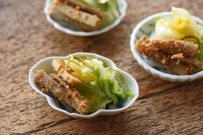 好きな豆皿をちょこちょこと組み合わせて、テーブルコーディーネートを楽しめることも、和食の魅力のひとつ。でも、今回のように同じ酸味のある副菜同士なら、ひとつの器にまとめてしまうのもアリだそうです。意外と自由なんですね。