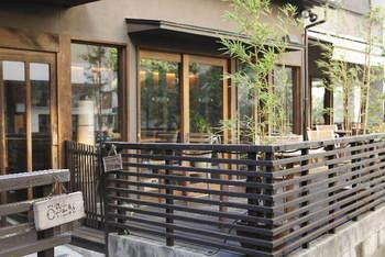 石畳と黒塀が残る、風情ある街「神楽坂」。その路地の奥にある、とってもオシャレな和カフェです。