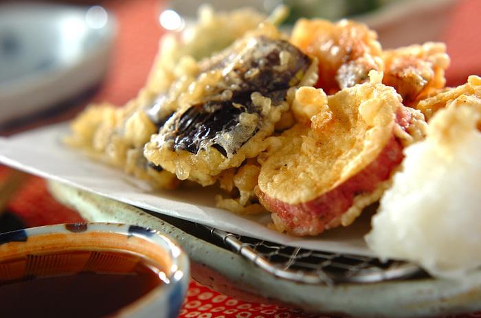 天ぷらといえば、これ。人気の具材がせいぞろいした、海老と野菜の基本的な天ぷらの作り方をご紹介します。