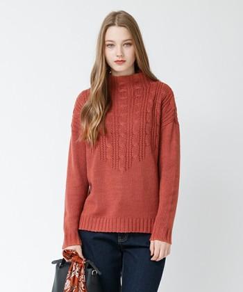 今季大流行のテラコッタ色は一枚でさらっと着るだけで落ち着いた素敵な雰囲気になります。 ボトムスには細めのジーンズやスキニーなどを合わせると、ラフなのに上品なコーデに*