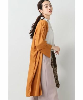 ロングカーディガンには、テラコッタ色を使ったものをチョイスしてみませんか? ボトムに着る洋服との色のコントラストを楽しんでみてください。