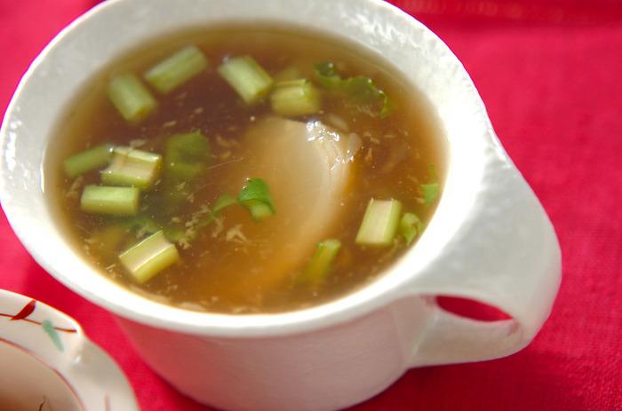 季節野菜のカブを使ったスープ。水溶き片栗粉でトロみをつけてあるのでスープが冷めにくい♪寒い冬には嬉しいですよね。