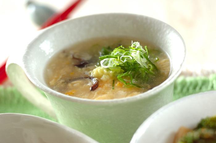 しょうがが香る中華スープにふわふわの玉子。こってりした中華料理や肉料理との相性◎ 細切りにしたきくらげのコリコリ食感が、美味しさを引き立ててます。