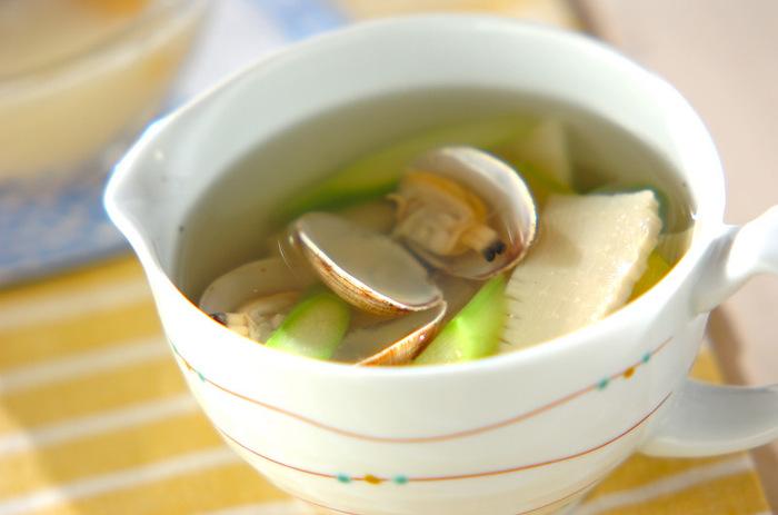 アサリの出汁がきいたあっさりスープは、しょうがの風味がアクセント。食物繊維もたっぷり摂れます。
