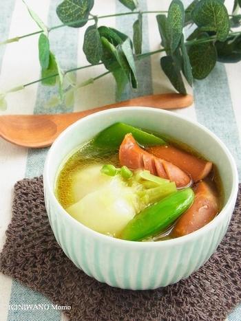 ゴロッと大きくカットした野菜と、ぷりっと食感のソーセージが主役のスープ。ほんのり香るカレーの風味が食欲をそそる、食べるスープです。朝ごはん代わりや、食べ盛り世代の夜食にもピッタリですね。