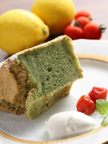 ティータイムは、旬の野菜を使った、季節の野菜のシフォンケーキがおすすめ。そのシーズンに最も美味しい野菜を使ったシフォンケーキは、しっとりふっくらで甘さ控えめ。ダイエット中でも安心して食べることができますよ。