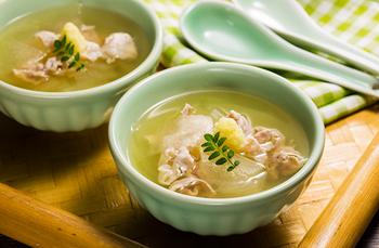 しょうがを使ったスープは、具材の選び方で和風・洋風・中華風・エスニック風と、色んな料理にアレンジができそうですね。 冷蔵庫の残り野菜で手軽に作れる温スープで、今年の冬を乗り切りましょう!