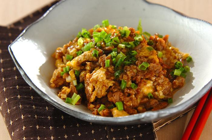 お子様から大人まで大好きなお味。豚ひき肉を使って卵で炒めるだけの簡単な一品です。