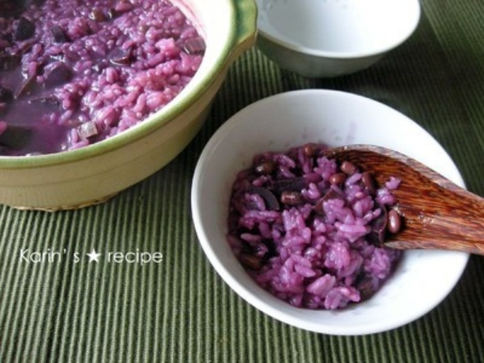 食物繊維とポリフェノールが豊富に含まれた一品です。古くなってしまったお米が一気に鮮やかに大変身です♪