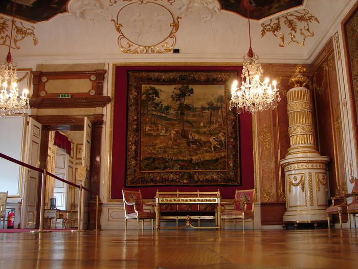 豪華な装飾が施されたレジデンツ内部では、かつての大司教の部屋、大広間のほか、数々の絵画が展示されています。