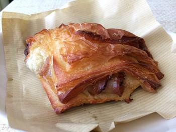 ふんわり柔らかい生地のくるみパンに、カリカリの食感が心地よいクロワッサン、さらに口当たりの柔らかい優しい甘さのあんぱんなど店内には幸せな香りが広がっています♪