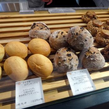 365日のように、かわいらしいパンがたくさん並んでいますよ。