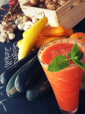 からだに嬉しい無農薬の野菜で作ったジュースはギュッと濃密な自然のエネルギーを感じられますよ。