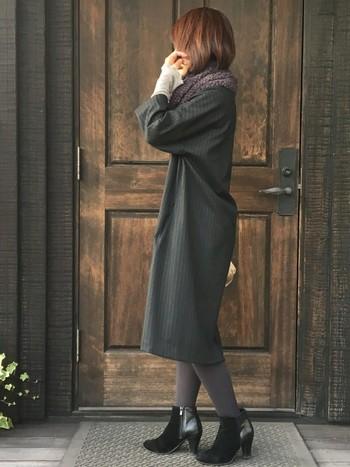ワンピース×タイツ×ショートブーツは安心の王道コーディネート♪これからくる冬のイベントにもおすすめのスタイルです。