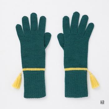 今回ご紹介する「フリンジ手袋」は、贅沢にウールを100%を使用したやわらかな質感が魅力。アクセントの黄色のラインとフリンジがとっても素敵です。