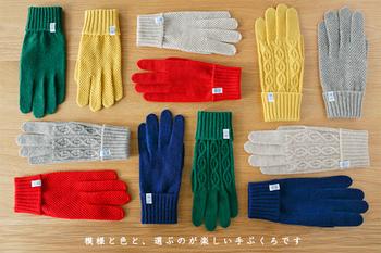 tet.(テト)は、日本国内の手袋生産シェア90%を誇る日本一の手袋産地、香川県の東かがわ市で生まれたブランド。その中でも、tet.(テト)の手袋は、最高級のカシミアで作られています。その編み方によって、「tenjiku/天竺」「kanoko/鹿の子」「nawa/縄」の3種類の模様を楽しむことができます。