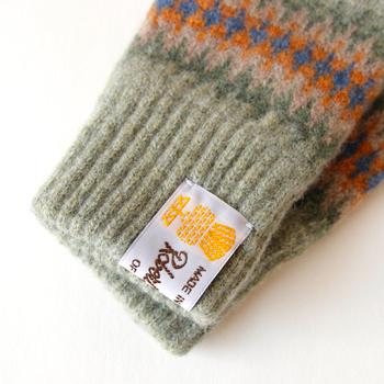 そんなROBERT MACKIE(ロバート マッキー)の「GL707 Tubular Jacquard グローブ」は、最高級の羊毛、シェットランドウールを使用した手袋で、スコットランドらしい色柄が魅力の手袋です。