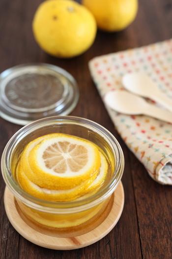 紅茶に入れてゆず紅茶にしたり、お菓子作りに使ったりとアレンジ色々♪保存もきくので作リ置きしておくと重宝します。