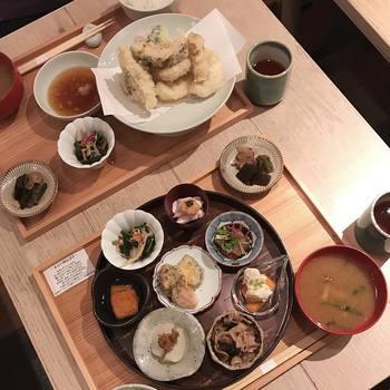 小鉢膳の他に、魚介と野菜の揚げ物膳もあります。