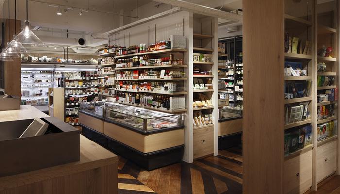 厨房以外にも全国から厳選された食材や、お洒落な食器や雑貨が豊富に取り揃えられているのでお買いものも楽しめちゃいます。