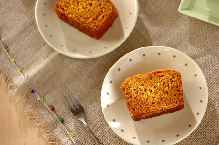 【米粉のシナモンキャロットケーキ】 にんじんの甘みを生かしたパウンドケーキ。シナモンとの相性もばっちりです。にんじん嫌いの子供も喜んで食べてくれそう。米粉を使ってしっとりもちもちの食感も新鮮そう。