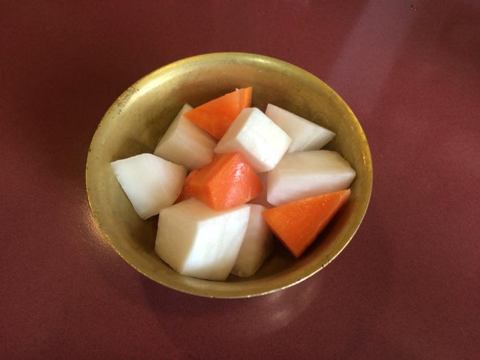餃子以外にも中華の泡菜なども味わえて、イメージとしては日本の漬物のような料理です。餃子と一緒に注文すると口の中がさっぱりしそう。