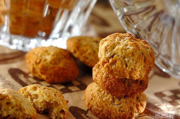 リンクや料理、お菓子にまで幅広く使い回せるショウガのシロップ「ジンジャーコーディアル」で残ったショウガを使って作るクッキーです。一石二鳥の嬉しいレシピですね!