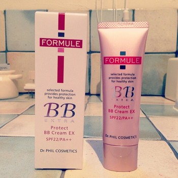 紫外線・乾燥・大気中の刺激物質をブロックする「FORMULE(フォルミュール)」のBBクリーム。美容成分やビタミンを豊富に配合し、気になる毛穴や赤みをしっかりカバーしながらケアします。無香料・パラベンフリー・紫外線吸収剤フリー・タール色素フリーなのもうれしい。