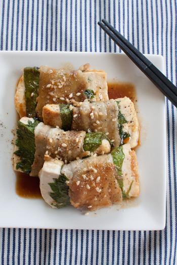 大葉と豚肉に甘ダレの最高のコンビに豆腐を追加。さっぱりとしながらもボリュームがあり、ご飯がすすみます。ついつい食べ過ぎてしまう豚肉も、お豆腐と一緒に食べることで満足感を感じやすいかも。