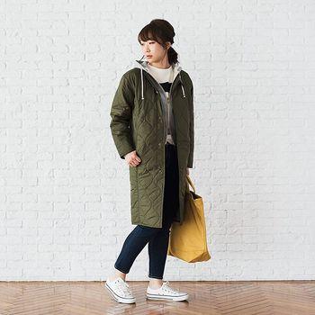 ノーカラーのロングキルティングジャケットはインナーにパーカーを合わせても首元すっきり♡冬のレイヤードスタイルにオススメアイテムです。