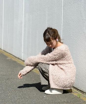 一枚羽織るだけで、ほっこりとした柔らかい雰囲気になります。