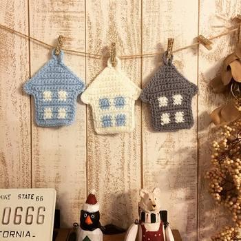 こちらはお家の形をしたエコたわし。北欧カラーも可愛らしく、こんな風にお部屋に飾りたくなるようなお洒落さです。