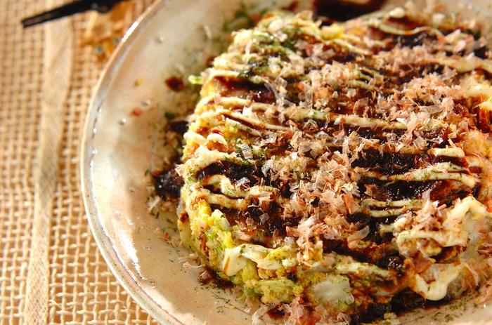 お好み焼きと言えばキャベツですが、白菜で代用もできるんです。できあがりはもちろんちゃんとお好み焼きですよ。