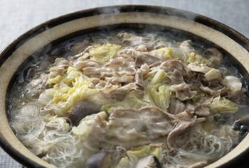 白菜をたーっぷりと使って♪干しシイタケとごま油がポイントです。何度も食べたくなる味ですよ。