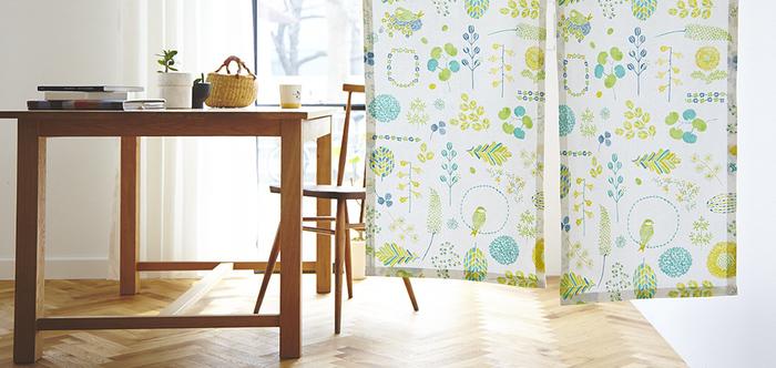 和柄をイメージしがちな暖簾ですが、ナチュラルで可愛らしい柄も人気です。今のインテリアに上手に加わってくれそう。