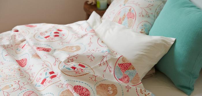 布団カバーの他にも、ベット全体を覆うカバーやベットスローもオーダー可能です。ソファーにかけてソファーカバーとして使用することもできます。