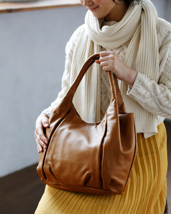 いかがでしたか? バッグの使い方がスマートな女性は、清潔感があり、好感度がアップすること間違いナシ♪ちょっとしたひと手間できれいをキープできますので、ぜひ記事を参考に、バッグの中身を見直してみてください。