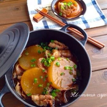 柔らかくて甘い、大根の真ん中の辺りを使いたいレシピ。ごま油や鶏ガラスープを使った中華風なので、和食の味付けに飽きた人にも。一皿で満足度大のおかずになります。