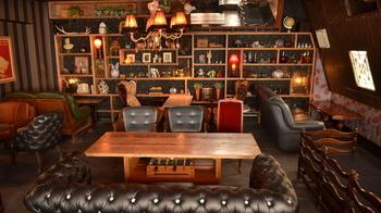 銀座・有楽町・銀座一丁目の各駅からちょうど真ん中くらいにある、レトロかわいいカフェ。銀座という土地柄からか、ソファもとても高級感があります。