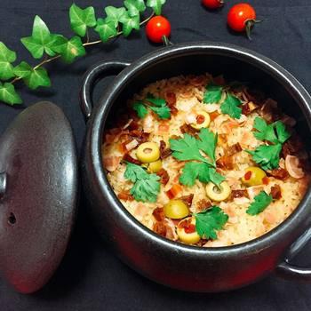 定番の鍋メニューはもちろんですが、実は土鍋ひとつあればさまざまな料理に対応できることをごぞんじでしょうか?土鍋ひとつでおいしくできるレシピをご紹介します!